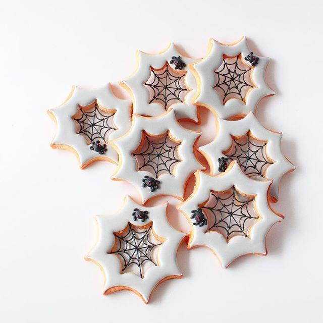 Halloween icing cookie Spider webstained cookies! Cookie cutter by @cookiecutterkingdom 蜘蛛の巣部分をステンドグラスに 湿気もなくなってきてステンドグラスが作りやすい季節になりました♪ ◆『キラキラ!ステンドグラスクッキーBOOk』発売日が数日伸びまして..もう少しお待ちくださいませ . #icingcookies#cookies#edibleart#royalicing#decoratedcookies#sugercookies#sweet#sweets#baking#halloween#halloweencookies#spider#spiderweb#spiderwebcookies#galletas#쿠키#아이싱쿠키#曲奇#アイシングクッキー#クッキー#ステンドグラスクッキー#ハロウィン#ハロウィンクッキー#蜘蛛の巣#お菓子#ycsweets