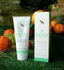 R3 Factor Skin Defence Creme. Retain, restore and renew a healthy-looking glow with a valuable combination of aloe vera, collagen and vitamins to maintain a healthy skin tone and texture. Contains AHA's to naturally exfoliate the build up of daily dead skin cells. Use beneath your favourite aloe moisturiser