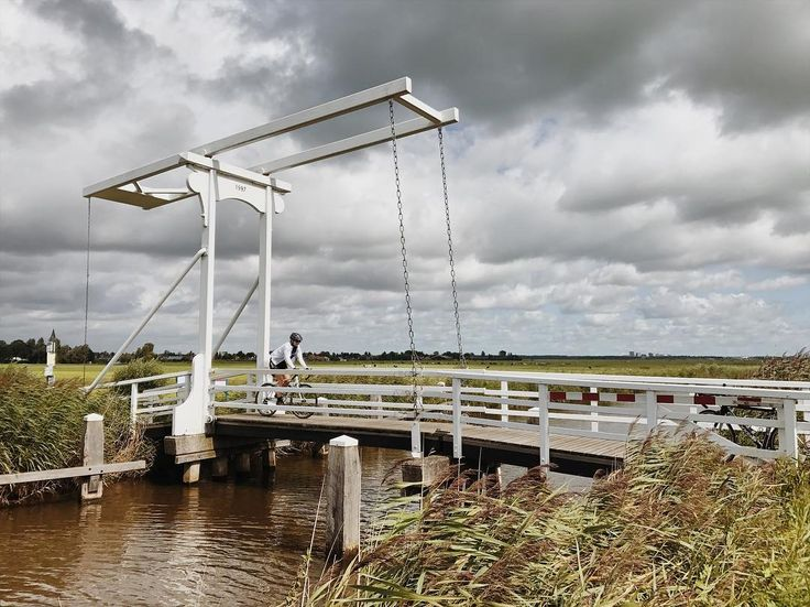 The Netherlands is unwaveringly flat in 44km we achieved 27m of elevation this bridge being a high point. It is however very beautiful.