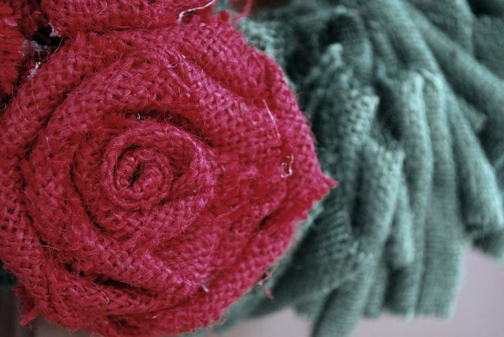 This is a great tutorial on How to Make Burlap Flowers!