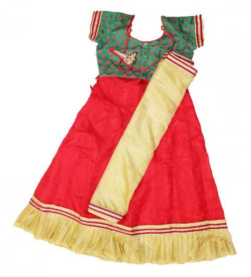 Kids Green and red half saree  size : 9-10 years price : Rs 1400 free shipping all over India  #lehenga #southindia #pattupavadai #halfsaree #kidsfashion #traditional #kids #silk #ghagra