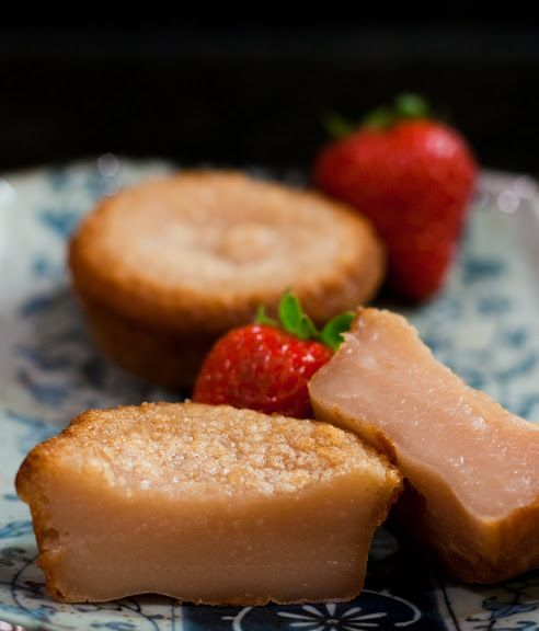 Strawberry Mochi Cake. http://fortwoplease.blogspot.jp/2010/08/strawberry-mochi-cake.html
