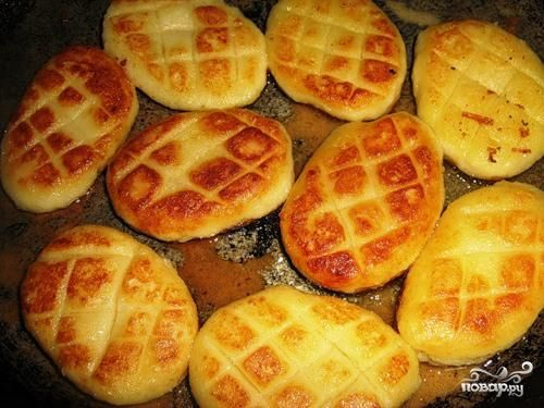 Постные картофельные котлеты Ингредиенты: Картофель — 1 Килограмм Соль — По вкусу Панировочные сухари  — По вкусу Растительное масло — По вкусу