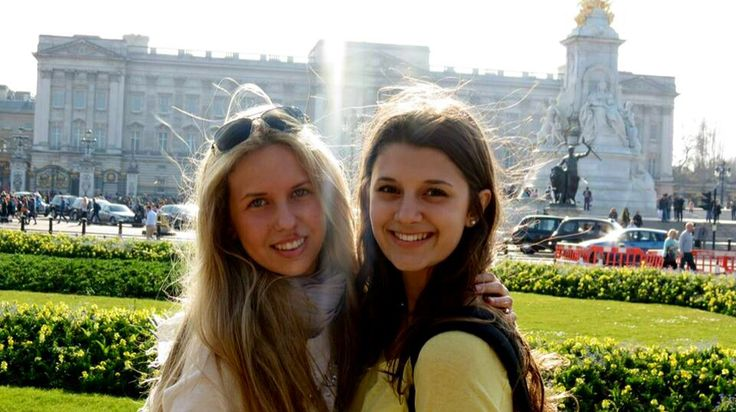 Giorgia Marin and friend at Buckingham Palace, in London.