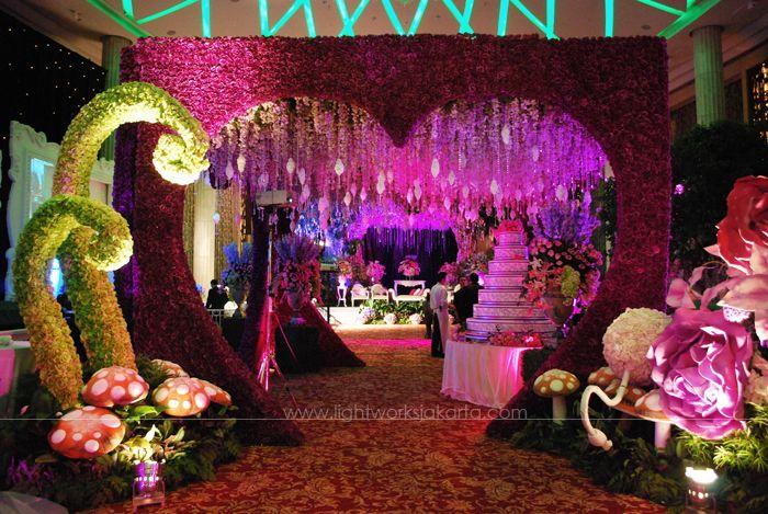 Alice in wonderland prom decorations some modern for Alice in wonderland decoration