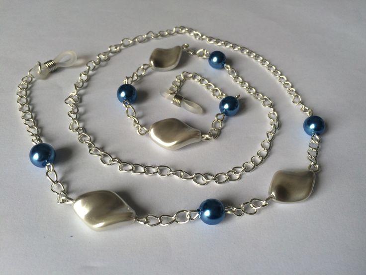 Cordon de lunettes avec perles nacrées torsadées gris clair et perles rondes bleues : Chaines par alterperles