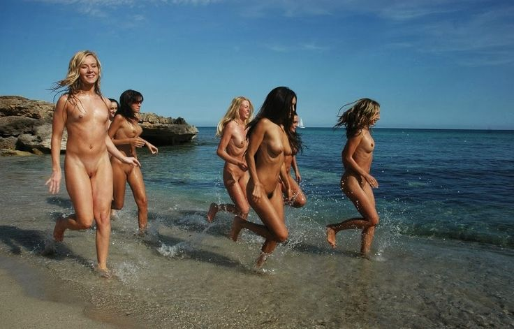 Sexy nude babes fucking