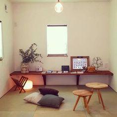 畳コーナーのデザイン 上質な木材を使った家具でコーディネートするのが北欧スタイルの定番。背の低いテーブルやスツールは畳によく合います。