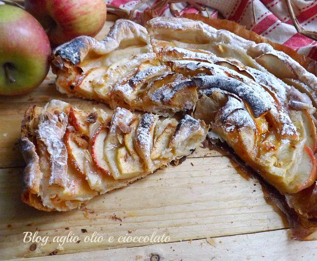 la sfogliata alle mele è un dolce molto semplice da fare e molto veloce rimane molto croccante ma grazie alle mele rimane morbido e cremoso