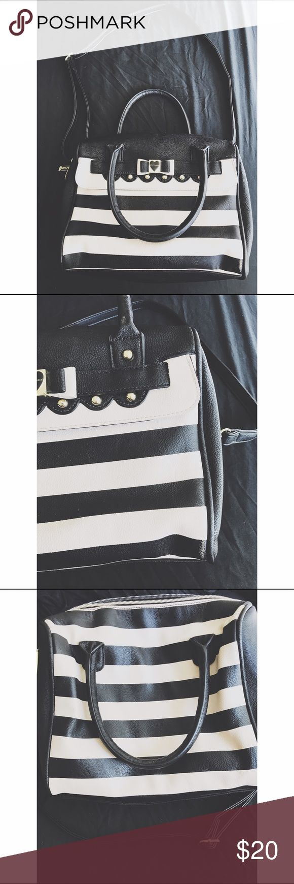Betsey Johnson Striped Purse ⇻◈Brand: Betsey Johnson  ⇻◈Size: Medium sized purse  ⇻◈Condition: ***It has a few minor flaws as indicated in the second picture on the bottom right corner. Nothing major but want to disclose. Otherwise, perfect condition. No wear in the inside.  ⇻◈Thank you for viewing! If you have any additional questions, please comment below! Betsey Johnson Bags Crossbody Bags