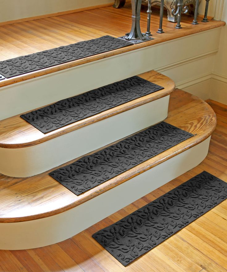 Charcoal Dogwood Leaf Aqua Shield Stair Tread   Set Of Four
