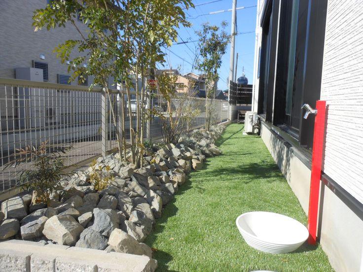 門周りのグレードアップ | 外構エクステリアで受賞多数。小牧、江南の ... こちらはお庭スペースです。以前は砂だけのお庭でした。人工芝と砂利を組み合わせたメンテナンスが楽なナチュラルなお庭が完成しました note