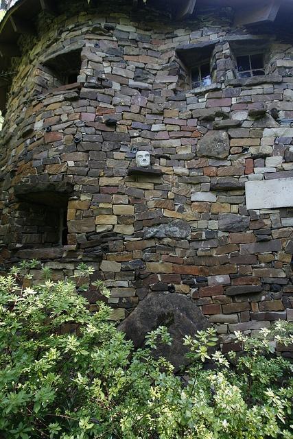 Live Here On Pinterest Hobbit Door Hobbit Houses And Cob Houses