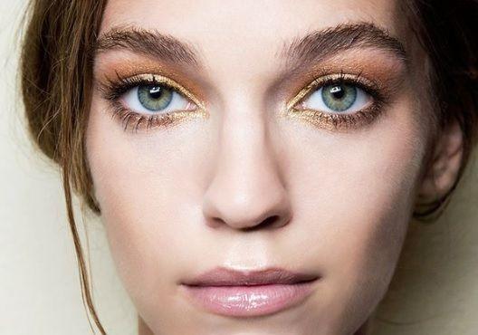 Säihkettä+silmänrajaukseen+–+kultainen+rajaus+on+joulukauden+kauneustrendien+ykkönen