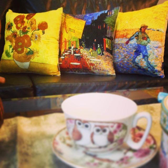 Van gogh kırlentleri de artık cipcici.com da... Ayçiçekleri, Teras Cafe ve Tohum Eken tablolarını evinize getiriyoruz... 29TL olan bu güzellikleri kaçırmayın... @bhrlove @durudusler @ayseninfotogunlugu #cipcici #cushion #pillow #picoftheday #photooftheday #kırlent #yastık #blogger #nofilter #home #homedecoration #homesweethome #dekorasyon #interiordesign #design #vangogh #vincentvangogh