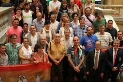 La manca de sancions contra l'homofòbia enfronta entitats i Generalitat. Des que es va aprovar la llei contra la LGTBIfòbia, només una denúncia ha acabat en sanció. Laura Aznar | Público, 2017-03-07 http://www.publico.es/public/manca-sancions-l-homofobia-enfronta.html