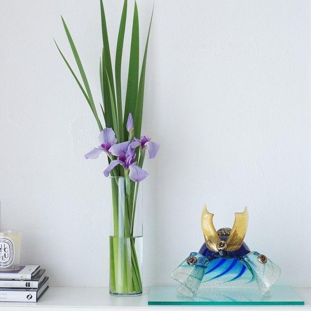 """端午の節句の花と言えば、菖蒲。インテリアにも合わせやすい""""モダンな飾り方""""のポイントを3つのステップで解説しました♪ ぜひチャレンジしてみて。"""