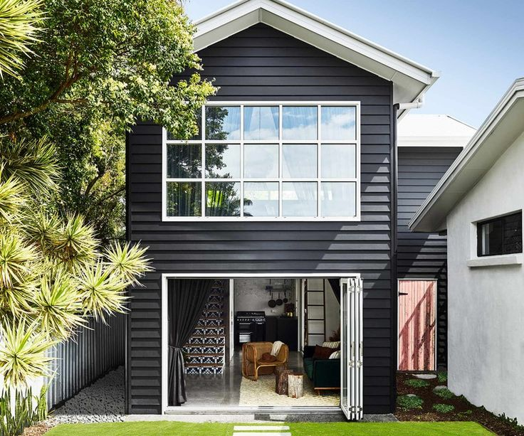 This Chic Queensland Pool House Pairs Coastal Style With A New York Loft Twist Homes To Love Beach Cottage Style Bedroom Beach Cottage Style Pool House