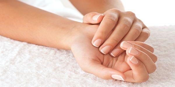 Ellerin normale göre daha bakımlı, canlı ve yumuşak görünmesini sağlamak için bitkilerden hazırlanan el bakımı maskelerini kullanabilirsiniz. El bakımı doğal bakımlar yapmak isteyen bayanlar, çeşitli maske tariflerini uygulayarak ellerini şımartabilir. Zaman içerisinde incelen el derisi, soğuk yüzünden kuruyan eller, deterjan gibi kimyasal maddelere maruz kalıp bozulan eller, birbirinden faydalı bitkisel tarifler ile güzelleştirilir ve sağlıklı …
