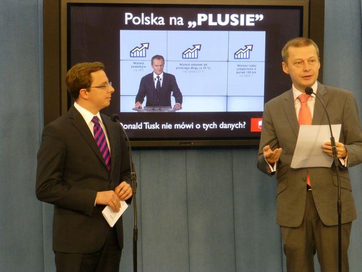 Politycy SLD skrytykowali czwartkową konferencję premiera Donalda Tuska, na której szef rządu chwalił się m.in. wzrostem PKB. - Pan premier zapomniał  wspomnieć, że wzrosło też m.in. bezrobocie, dług publiczny, liczba zbankrutowanych firm, czy podatki - wypominali Tuskowi politycy SLD.