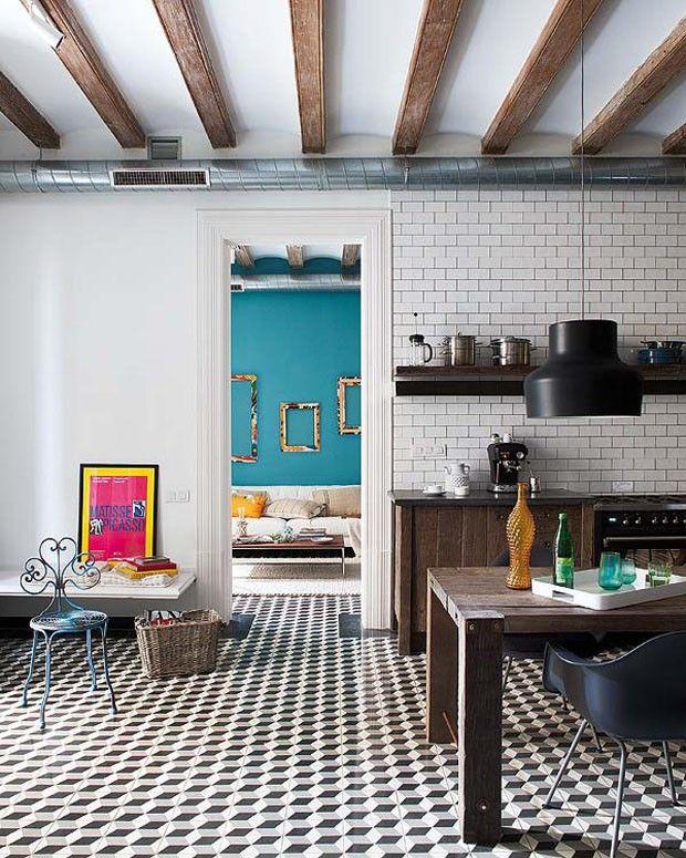 Eclectic, bold, individual: a house in Barcelona redesigned by Daniel Pérez & Felipe Araujo from the studio Egue y Seta. (Photo by Divulgação)