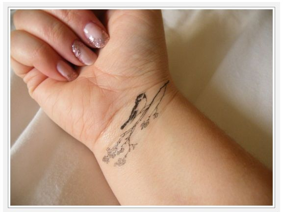 28 Small Wrist Tattoo Designs