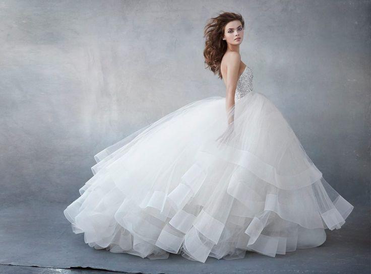 次に来る♥モダンでロマンチック!NY発『Lazaro(ラザロ)』のウェディングドレスが可愛い♥