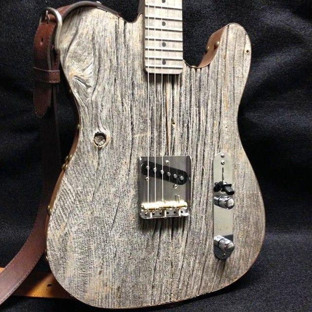 エアロスミス&rsquoのジョー・ペリー; sのカスタム納屋の木製デラックスギター。 Barnboardstore.comはPSEのマスターギターメーカーフィルCulletonは親切素晴らしい楽器のこの1のためのbarnboardをギター供給しました。 私たちは、プロジェクトのための木材の完璧な作品を見つける時間を過ごし、彼らの魔法を行うには、PSEにそれらをオフに出荷されました。 エアロスミスは本当にギターとそれから作られて熟成させた木材のユニークなサウンドが好きでした。 これは、我々はまだ見たことがある納屋ボードの最も興味深い用途の一つでした。 #aerosmith #guitar #barnboard #toronto #yyz #instrument #guitars #reclaimed手作り#oneofakind #barnwood #joeperry #salvage #salvagewood #upcycle #barn #lumber #woodworking #reclaimedwood #instagood #instalike #igers…