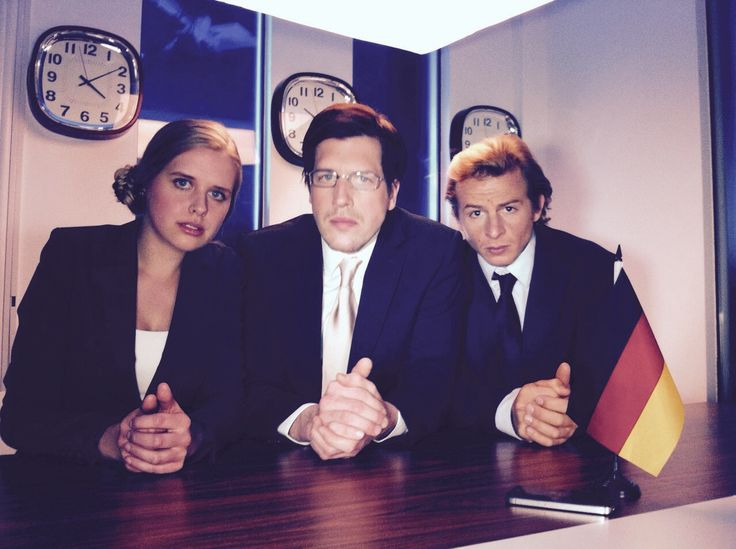 """Hanna Scholz hat diese Woche """"Comedy Calls"""" unter der #Regie von Tommy Wosch für das Onlineportal comedyrocket.de gedreht. #actress #comedy"""