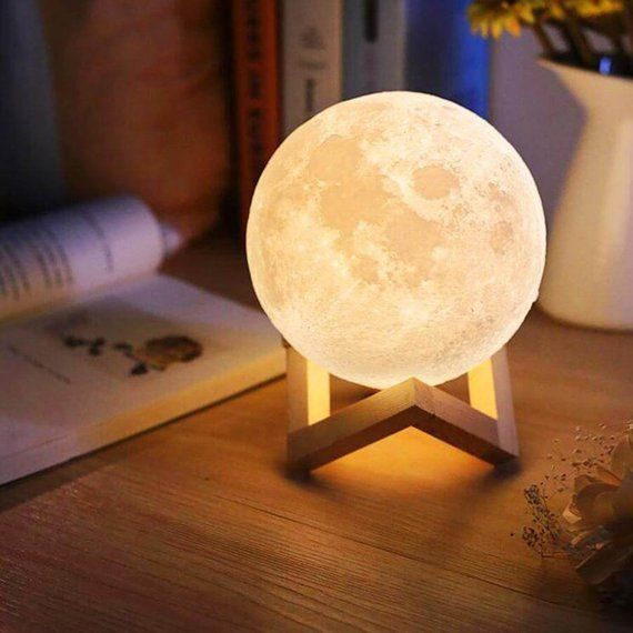 Moon Night Lamp With Wooden Stand Charging Cable Fast Shipping Your Order Will Be Shipped Out Faster Than A Mit Bildern Nachtlicht Kinderzimmer Nachtleuchte Mond Lampe