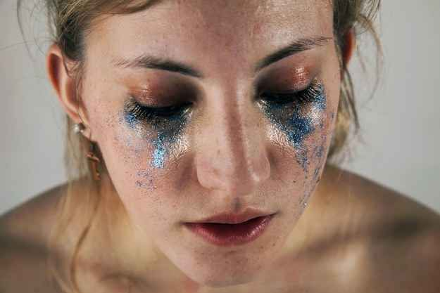 Student photo series by Hannah Altman. A Woman Has Shown The Damaging Expectations Of Female Beauty By Using Glitter.