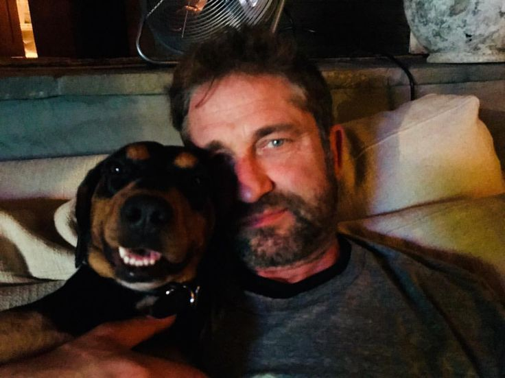 """92.3k Likes, 2,529 Comments - Gerard Butler (@gerardbutler) on Instagram: """"Happy New Year from Shushka and me."""""""
