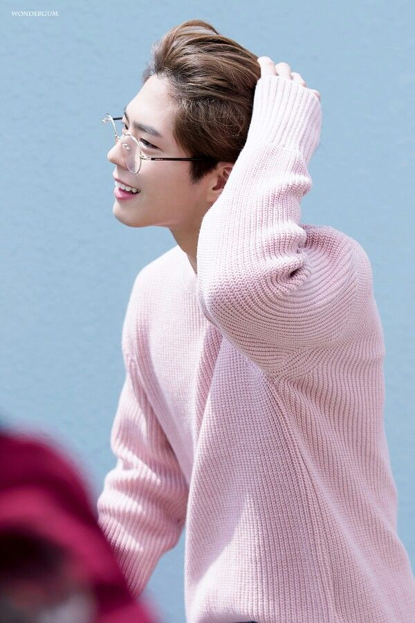park bo gum 박보검 Oh my goodness he's so hot with glasses.