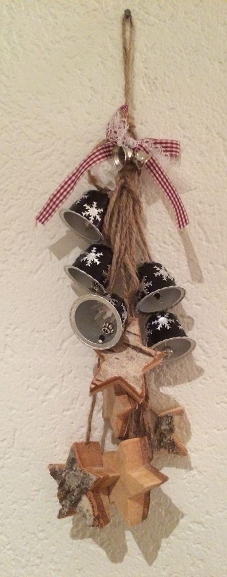 #decoracion de pared con capsulas de cafe navideñas