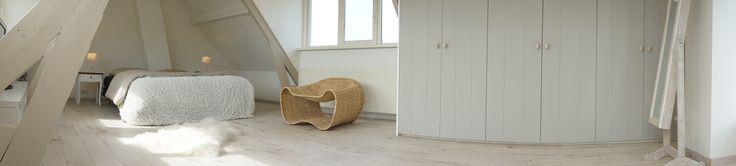 #verbouwing #stuc #wit #slaapkamer #bedroom #landelijk #romantisch #Scandinavisch #schapenvachtje #licht #inbouwkast