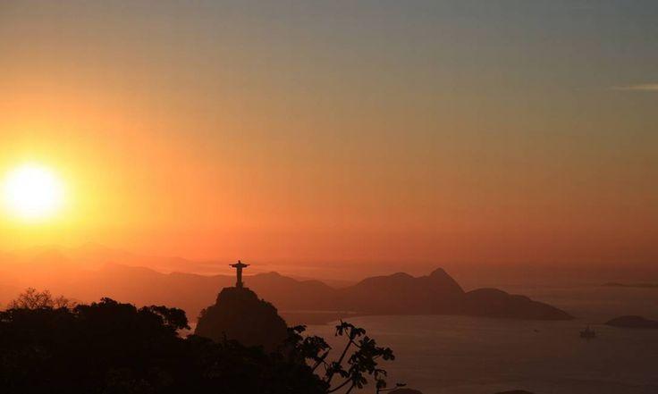 O Cristo Redentor visto do Sumaré na manhã desta quinta-feira Foto: Leitor Marcos Estrella