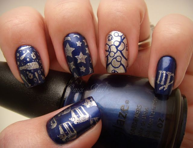 Nail Designs Navy: Navy white with anchor design on accent nails toes.
