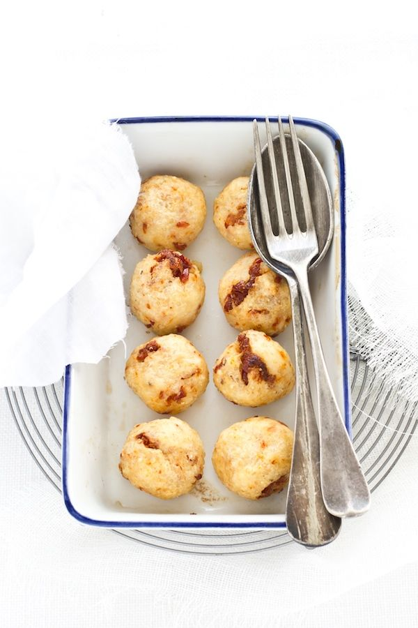 Polpette di quinoa con robiola e pomodori secchi (quinoa-balls with potatoes, quark cheese and dried tomatoes)