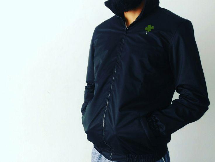 #chaqueta #impermeable #negro #confeccion #vinilo #Vinilotextil #textil #diseño #publicidad #marketing #trebol #DistribucionesElTrebol