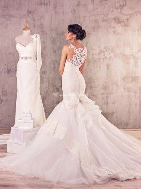 Para a Maxima Bridal é muito importante realçar a estrutura física e a beleza de cada mulher de forma elegante e sensual, para que a noiva se sinta bonita, atraente e fantástica no dia mais importante da sua vida. Encontre o vestido perfeito para si,