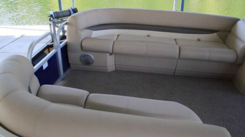 Sun Tracker Party Barge 22 XP3: Dual couches at the bow provide an excellent level of comfort. Notice the thick padding wrapping around the top. Speakers are mounted underneath and the usual accommodations for storage are under the seat cushions. Note the toe-kick on the couch skirts.