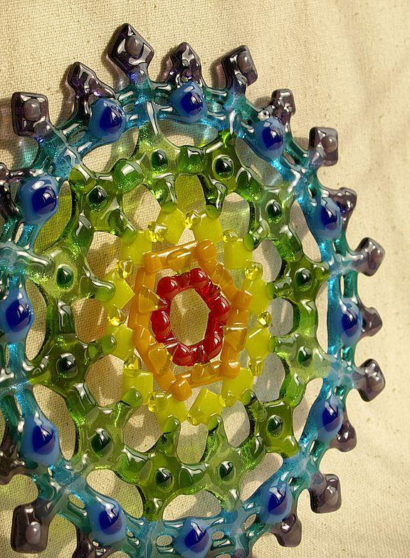 Fused glass art: Looks very Mandala-like. sirickss glass Цветы и радуга