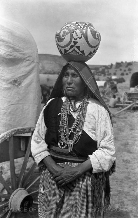 Unidentified Woman  Laguna Pueblo, New Mexico - ca 1935  Negative #089791 http://pogphotoarchives.tumblr.com/page/2