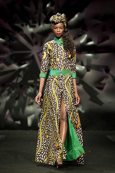 Vestido de festa da estilista Nadir Tati, que desenvolveu estampas étnicas para sua coleção de verão