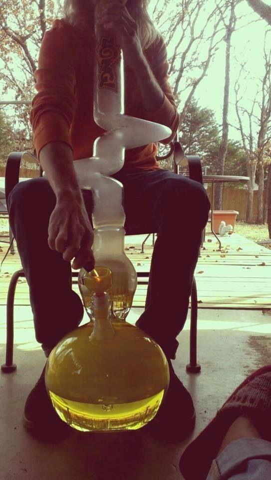 bong   smoking  weed
