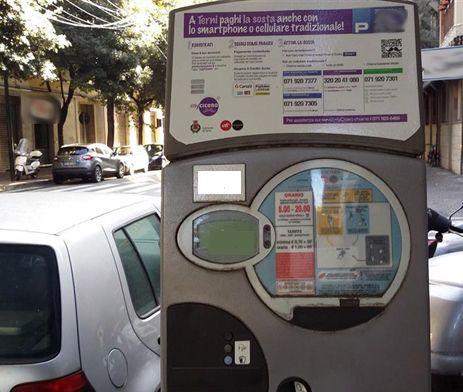 Strisce blu a Terni, i cittadini pagano e vengono multati, perché?