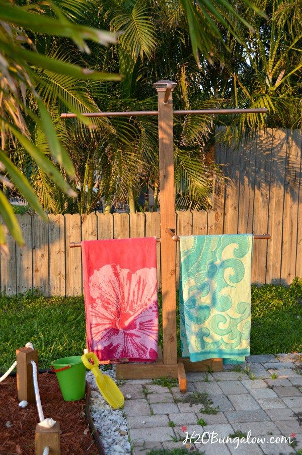 DIY-standing-outdoor-towel-rack-H2OBungalow                                                                                                                                                      More