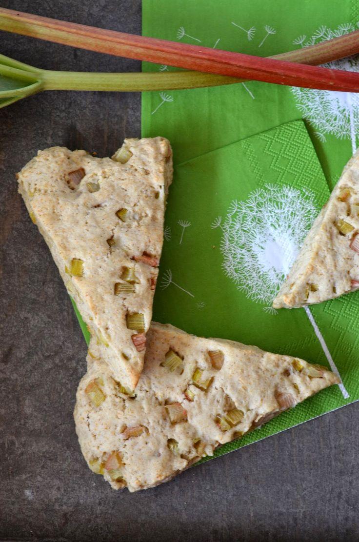 Ninas kleiner Food-Blog: Rhabarber-Vanille-Scones