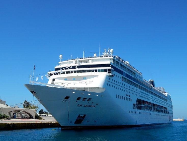 Το MSC Armonia καταπλέει στο λιμάνι του Πειραιά. 01/07/2014.