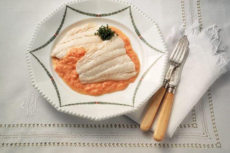 ¿Puedo cocinar tilapia congelada?. Para los comensales conscientes de la grasa, los pescados magros blancos tales como la tilapia son una bendición en las comidas. La delicada carne de la tilapia es naturalmente rica en proteínas y baja en grasas, y en lo culinario, es un lienzo en blanco apto para ...